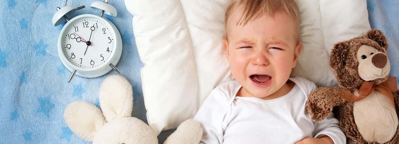 baby weint im schlaf