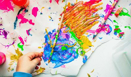 Kreativ werden beim Basteln mit Kindern