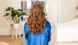 Come fare i capelli mossi senza piastra usando i fazzoletti