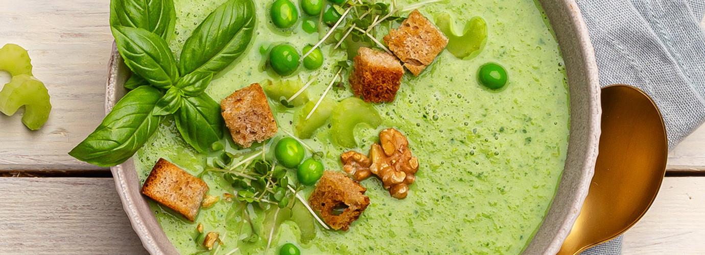 GrüneGazpacho mit Erbse und Staudensellerie