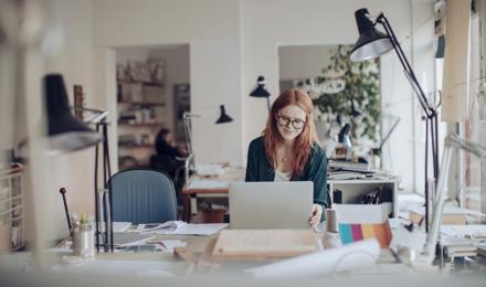 Arbeitsplatzorganisation: Wie man am Schreibtisch Ordnung schafft