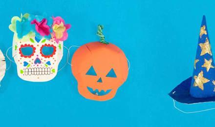 Selbstgemachtes Halloween Kostüm einer Mumie, einem Totenkopf und einem Kürbis mit Hexenhut